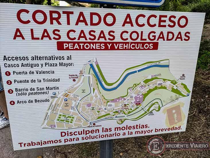 Cartel que avisa sobre c贸mo visitar las Casas Colgadas de Cuenca