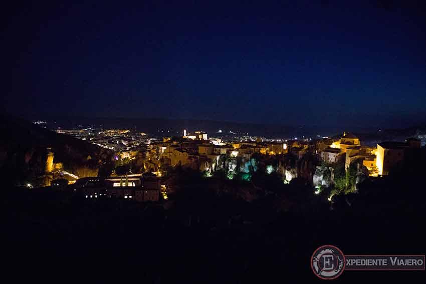 C贸mo visitar el casco hist贸rico de Cuenca: Mirador de Cuenca de noche